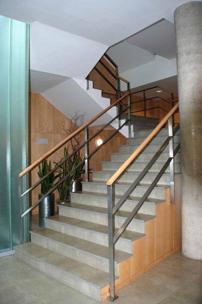 barandilla escalera interior en edif pyrentec plazajpg - Barandillas Escaleras Interiores